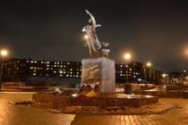 Pamyatnik-Zhdushhaya-Murmansk